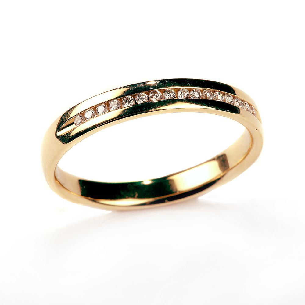 Teemantidega kuldsõrmus
